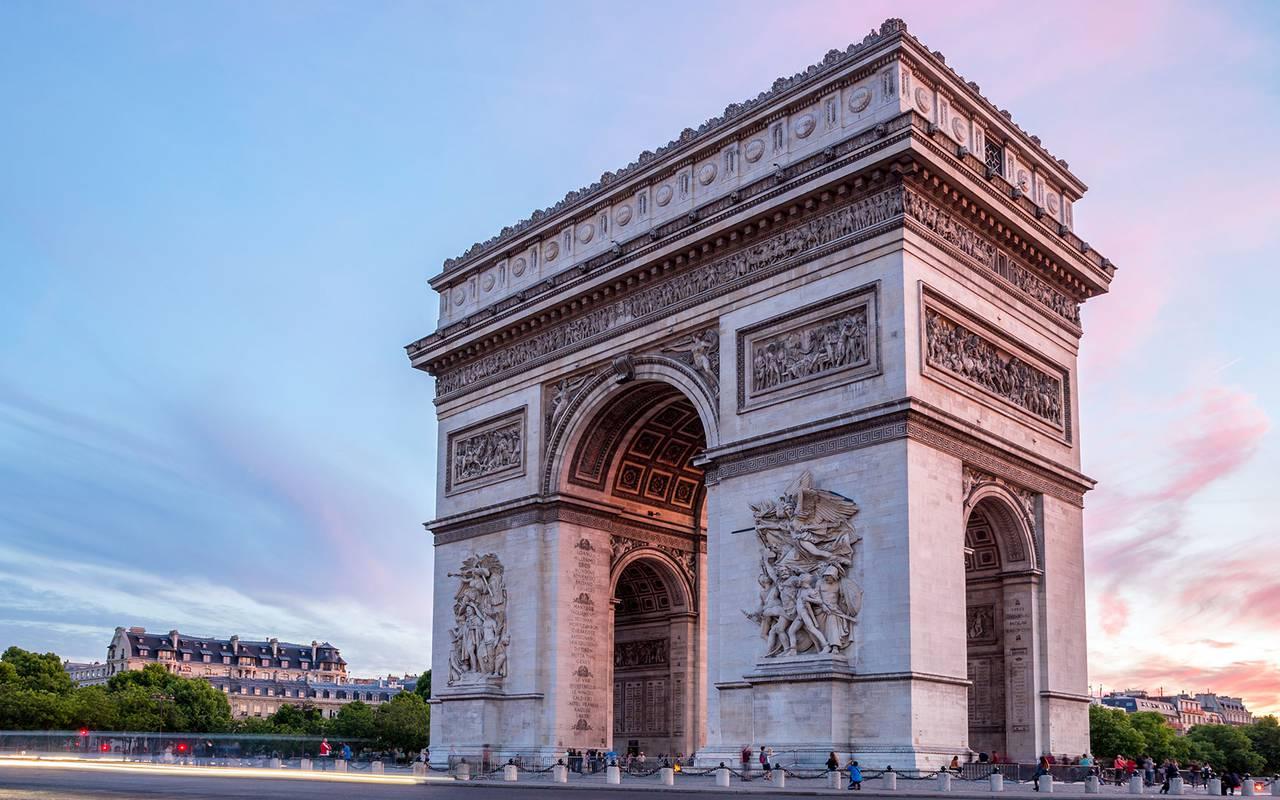 Arc de triomphe monument Hotel Luxe Paris