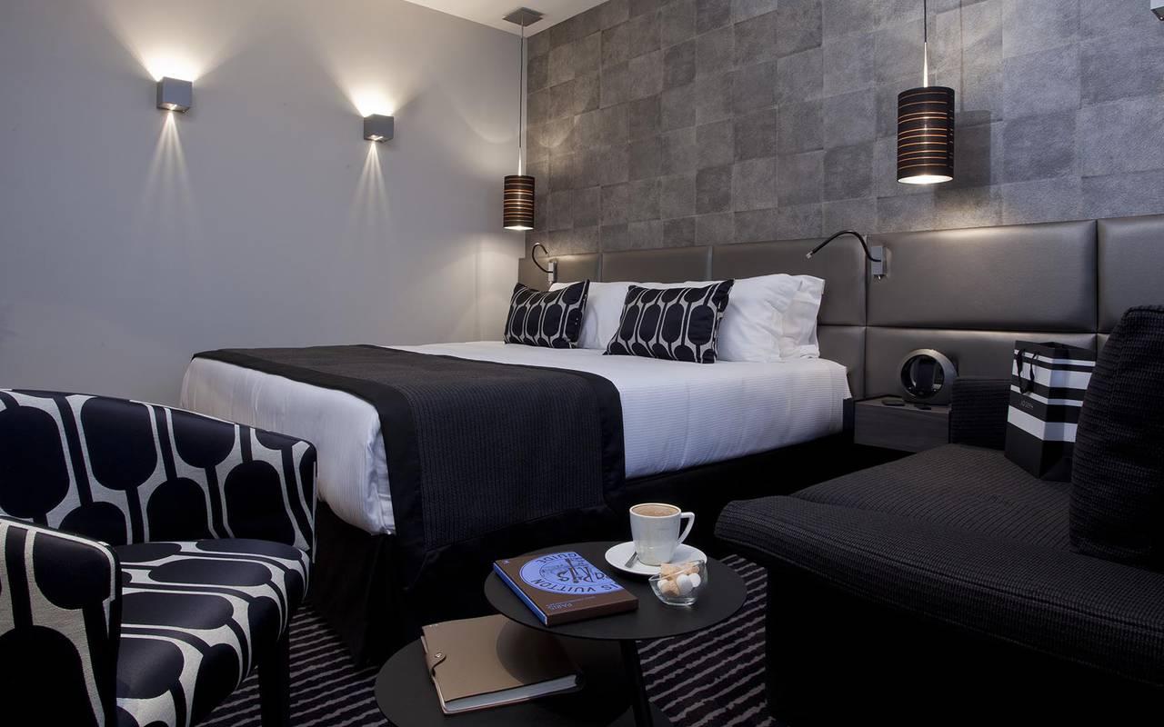 Comfortable double bed Hotel Romantique Paris