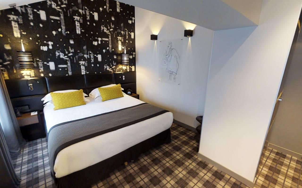 Spacious double bed Hotel Paris 9ème arrondissement