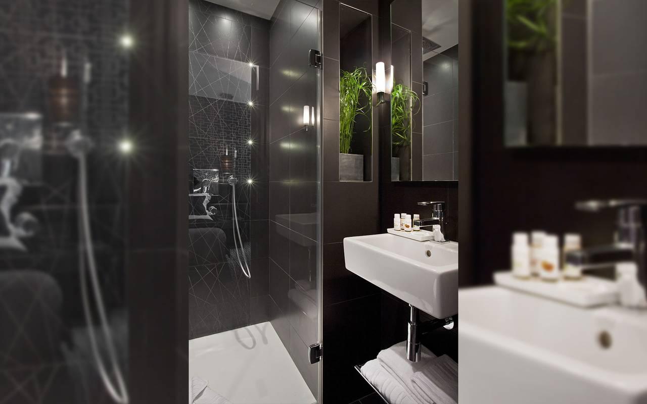 Chambres le grey hotel paris 4 etoiles for Hotel paris chambre 4 personnes