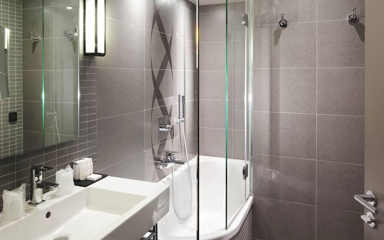 Salle de bain spacieuse Hotel Paris 9ème