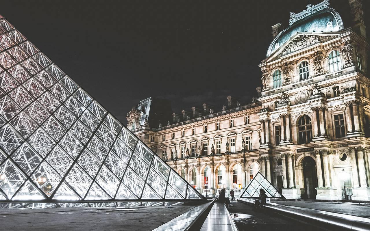 Musée du louvre la nuit Hotel Luxe Paris
