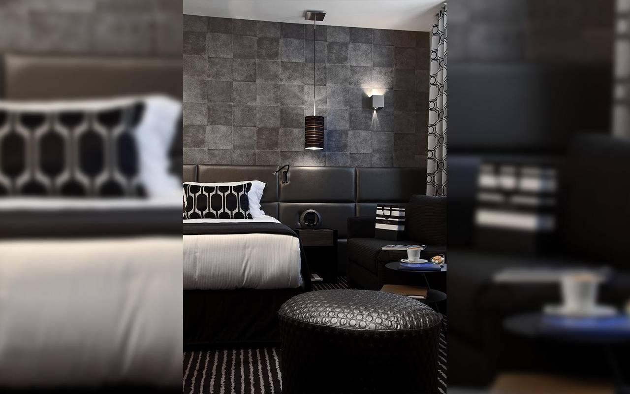 Chambre noire spacieuse Hotel Romantique Paris