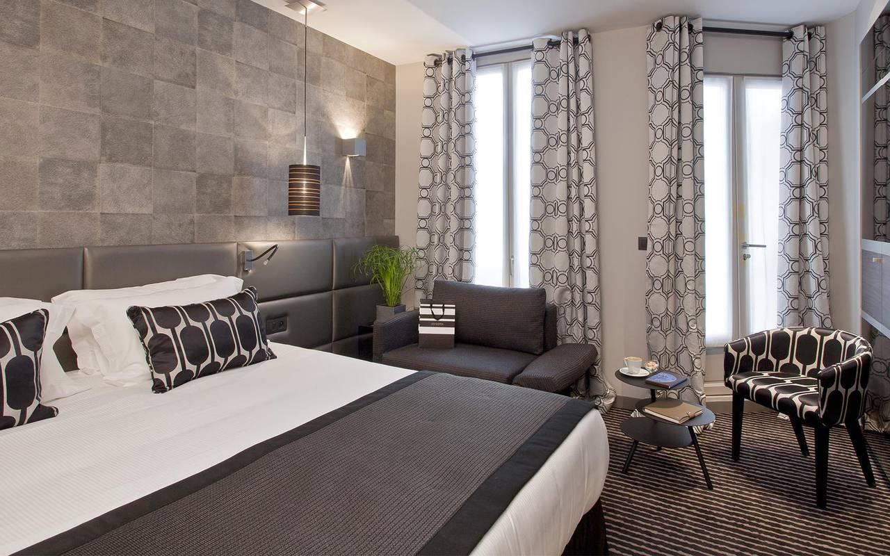Lit double Hotel Romantique Paris